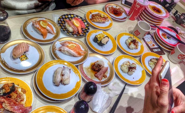 Festin cu sushi. Am comandat TOT ce era in meniu :)