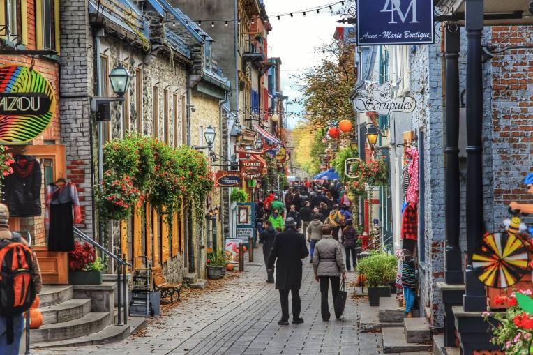 Basse Ville, orasul de jos, impanzit de magazine artizanale, restaurante, fudgerii cu delicioase caramele din sirop de artar si cozi de castor la tot pasul