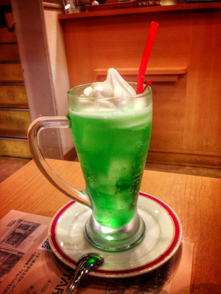 Bautura atomica verde fosforescenta