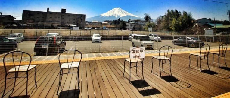 Mt. Fuji vazut din tren, in drum spre Shimoyoshida Station (statia de unde se putea ajunge la Chureito Pagoda)