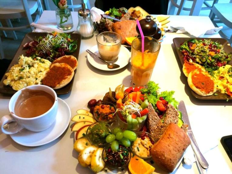 Sursa: http://www.girlxdeparture.com/best-breakfast-brunch-spots-berlin/