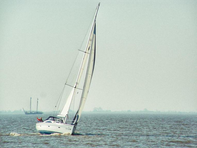 Barca in drum spre Marken. Poza este facuta in 2007, cand am ajuns pentru prima oara in Volendam si Marken