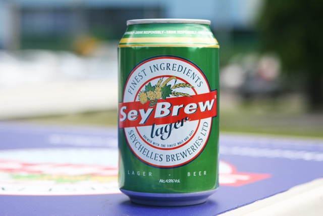 Sursa: http://www.seychellesnewsagency.com/articles/431/Seybrew+won%27t+run+out+canned+beer+stocks+arrive+from+Guinness+Brewery+in+Ireland