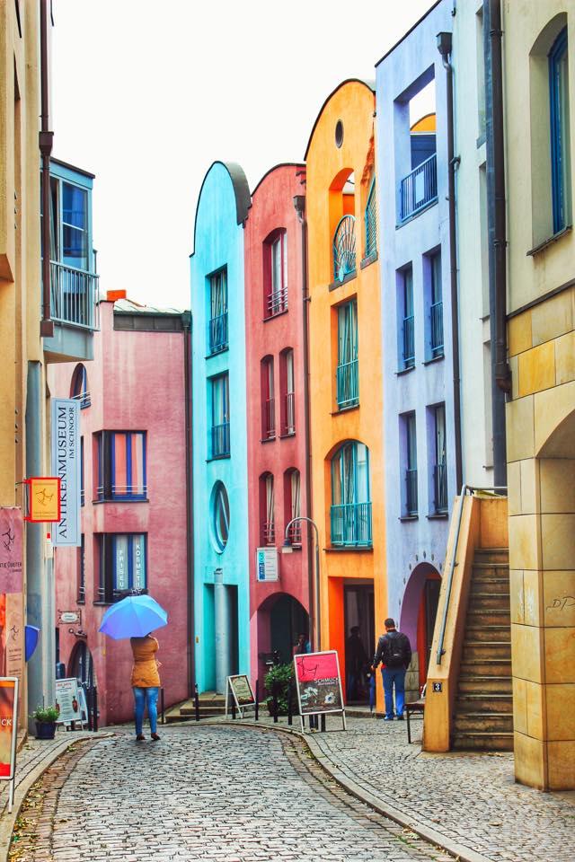 Case colorate la intrarea in cartierul Schnoor