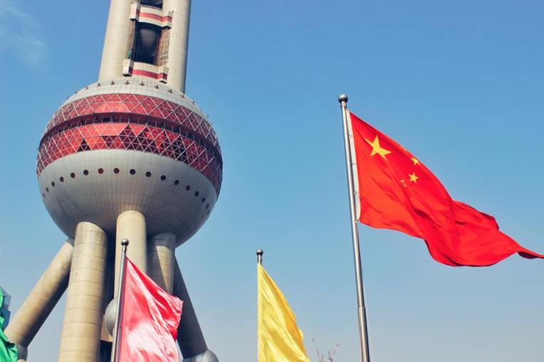 Turnul Televiziunii si drapelul Chinei