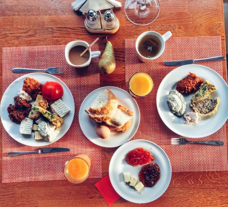 Nebunie de ospat la mic dejun
