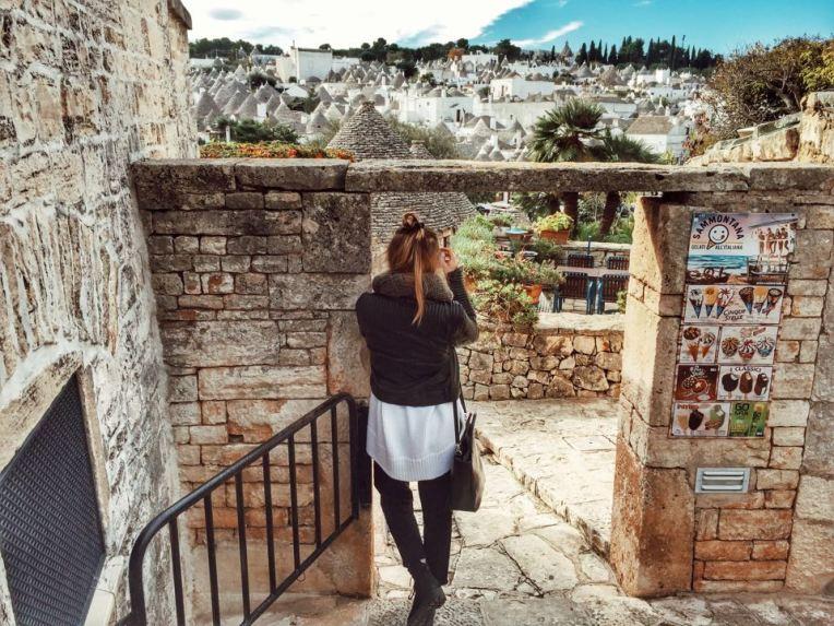 Priveliste catre Rione Monti de pe treptele de langa parcare