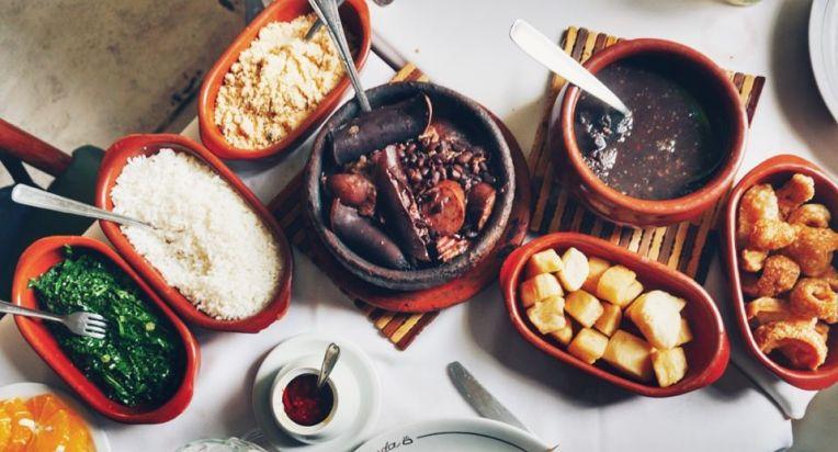 Sursa: http://www.venturists.net/where-to-find-the-best-feijoada-in-rio-de-janeiro/