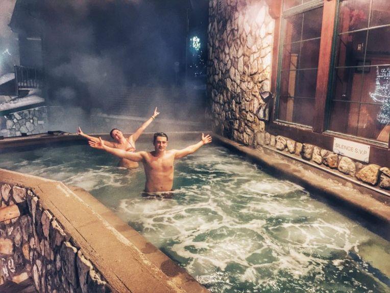 Tratamentul cald, in piscina cu apa la 38 grade Celsius