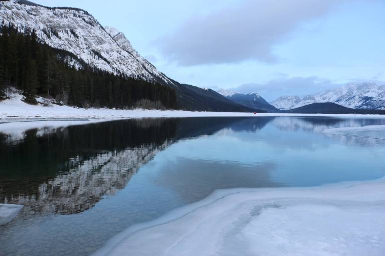 lowe-kananaskis-lake-before-sunrise