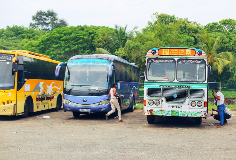 galle_sri-lanka_bus-station_2