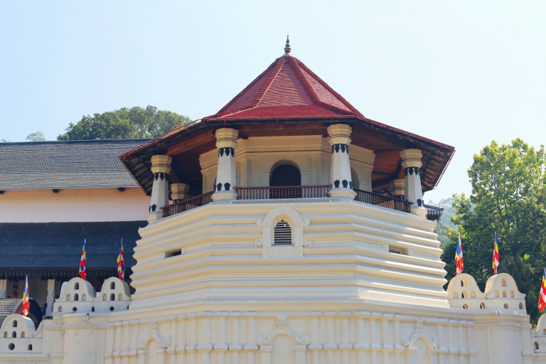 Temple of the Tooth_Kandy_Sri Dalada Malagawi_2