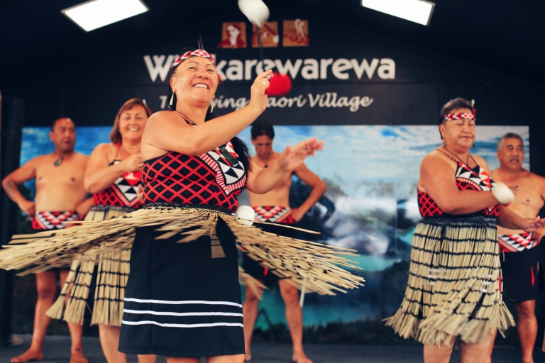 Women Dance_The Living Maori VIllage_New Zealand_Rotorua_1