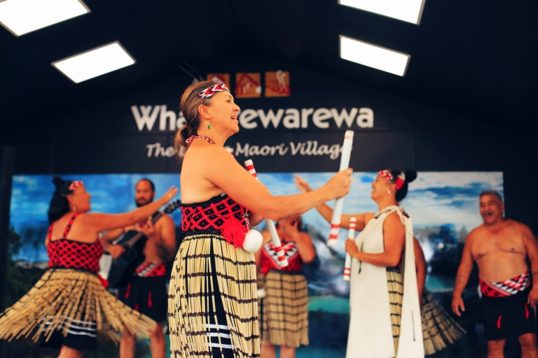 Women Dance_The Living Maori VIllage_New Zealand_Rotorua_11