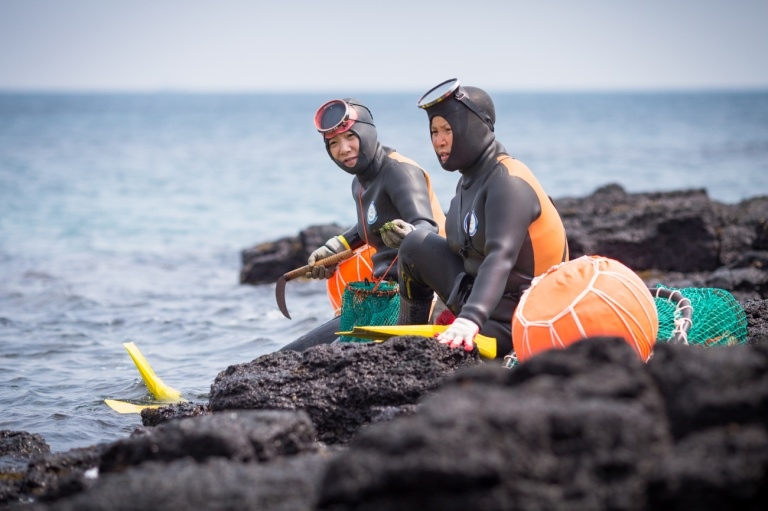 Female Divers JEJU - credits httproadsandkingdomscom