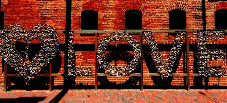distillery district love sign_toronto