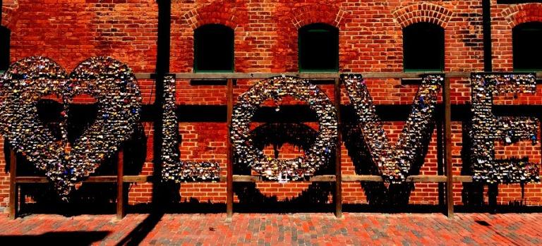 distillery district love sign_toronto