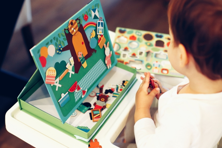 12_Home Activities_Magnetic Playset