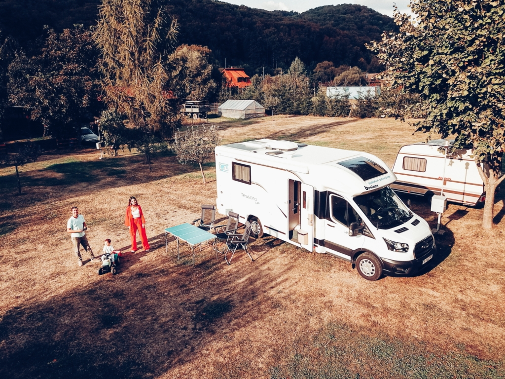 This image has an empty alt attribute; its file name is 28_camper-trip_45.jpg