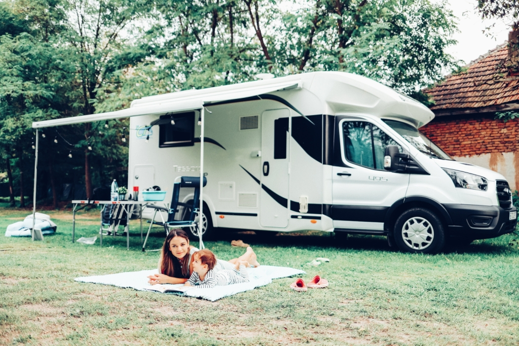This image has an empty alt attribute; its file name is 48_camper-trip_88.jpg