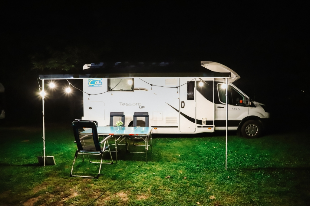 This image has an empty alt attribute; its file name is 8_camper-trip-in-romania.jpg
